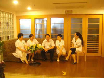 杭州红房子专家代表团受到我国前卫生部长接见