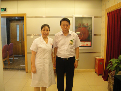 杭州红房子专家龚天蓉与前卫生部长合影